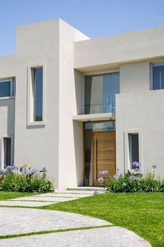 DETALLE FRENTE: Casas de estilo moderno por Parrado Arquitectura