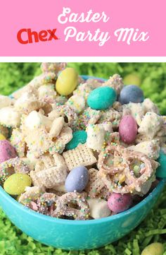 Easter Chex™ Party Mix Another holiday, another party mix! Our Easter Chex™ Party Mix is a perfect springtime recipe for your Easter brunch -- or just to have around the house throughout the season. Easter Snacks, Easter Appetizers, Easter Dinner Recipes, Holiday Recipes, Easter Food, Easter Desserts, Easter Party, Soup Appetizers, Easter Decor