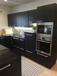 Elevated dishwasher Puustelli kök / keittiö / kitchen by Thomas Berglund Kitchen Black, Black Kitchens, Dishwasher Cabinet, Kitchen Ideas, Kitchen Design, Kitchen Modular, Interior Decorating, Interior Design, Other Rooms