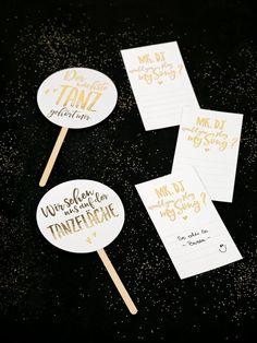 Vorlage zum Download für tolle Musikwunschkarten und Partyschilder. Einfach ausdrucken und ein tolles Detail für eure Hochzeit erstellen