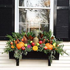 130 Inspiring Windows Flower Boxes Design Ideas that Must You See - DecOMG Diy Design, Design Ideas, Winter Window Boxes, Window Box Flowers, Fall Containers, Winter Plants, Porche, Fall Planters, Garden Windows