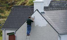 Buitenmuren staan vaak bloot aan vocht en regen. Kiest u de juiste muurverf voor uw muur. Een goedkope muurverf kan uiteindelijk duur uitvallen als deze de muur niet goed beschermt.