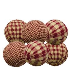 These rag balls make wonderful bowl or jar fillers for a nice prim accent to any room. Set of 6 - Diameter Rag Balls. You will receive 6 rag balls as pictured in the photos above. Covered with Homespun Fabric in BURGUNDY & CREAM CHECK. Primitive Crafts, Primitive Christmas, Country Primitive, Christmas Diy, Christmas Decorations, Christmas Ornaments, Rustic Christmas Crafts, Christmas Bowl, Valentine Decorations