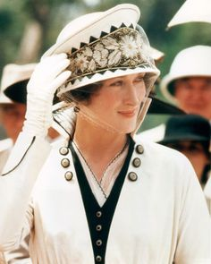 Meryl Streep Wedding Dresses and the silver screen, movies. Meryl Streep in Sydney Pollack's 1985 movie Out of Africa. Meryl Streep, Cinema Tv, I Love Cinema, Catherine Deneuve, Vogue Paris, Nova Jersey, Julia Ormond, Mexican Outfit, Costumes