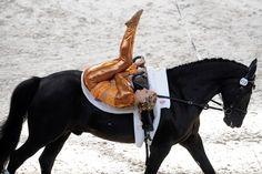 The Mane Event: World Equestrian Games 2014 Riding Hats, Horse Riding, Equestrian Outfits, Equestrian Style, Trick Riding, Rare Horses, Mane Event, Black Horses, Vaulting