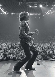 """John Fogerty - Creedence Clearwater Revival - previous pinner said, """"My favorite picture of my favorite guitarist! Creedence Clearwater Revival, 70s Music, Music Pics, Music Genre, Music Images, Beatles, John Fogerty, Mundo Musical, Blues"""