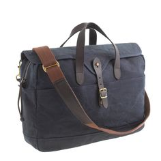 Pin for Later: 14 Gadgets Every Dad Needs Thanks to a waxed cotton canvas exterior and leather trim, this laptop bag ($98) is as stylish as it is practical.
