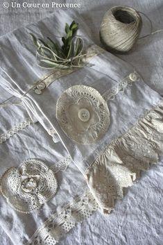 Linen scarves, lace and buttons, creations Un Cœur en Provence