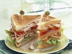 Clubsandwich mit Hähnchenfilet ist ein Rezept mit frischen Zutaten aus der Kategorie Hähnchen. Probieren Sie dieses und weitere Rezepte von EAT SMARTER!