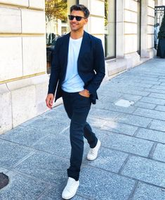 Discover the details that make the difference of the best streetstyle unique people with a lot of style Classy Men, Classy Casual, Casual Chic Style, Work Casual, Men Casual, Smart Casual Man, Men's Style, Smart Casual Jackets, Smart Casual Menswear