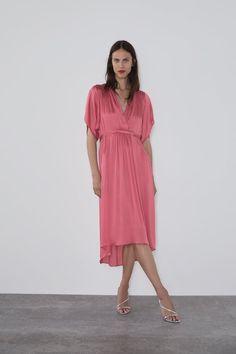 ZARA - Female - Belted satin effect dress - Strawberry - Xl Satin Dresses, Midi Dresses, Party Dresses, Zara Outfit, Zara New, Flowing Dresses, Wardrobe Basics, Zara Women, V Neck Dress