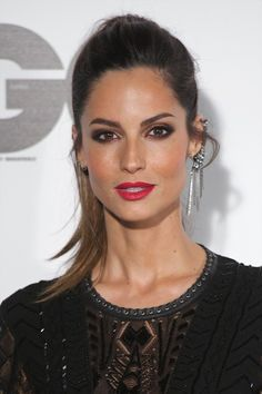 Ariadne Artiles - caramel highlights smokey eyes orange cheeks makeup ombre hair red lips. Spanish model