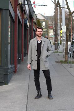 Aidan was on his way to the opening party for APRIL when I passed him on Olive. This vintage Pendleton coat is such a classic. It looks like it could have been bought today.The APRIL fe… Capitol Hill Style, Pendleton Coat, Seattle Street, Street Outfit, Street Clothes, Seattle Fashion, Street Style Blog, Men Street, Mens Fashion