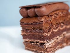 Concorde Praliné | Hazlenut cocoa meringue, chocolate guimauave, dark chocolate praline mousse, and chocolate chantilly | Ganache Patisserie