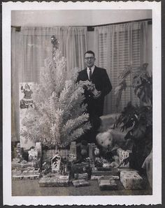 42 Humorous Vintage Snaps That Capture Men Posing Next to Their Christmas Trees in the Mid-Century Ghost Of Christmas Past, Old Christmas, Retro Christmas, Christmas Morning, Vintage Christmas Photos, Vintage Holiday, Christmas Pictures, Xmas Photos, Iconic Album Covers