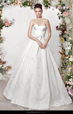#dream_wedding_dress #popular_wedding_dress #white_wedding_dress