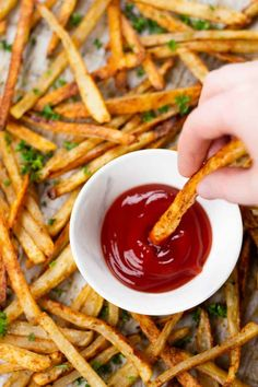 Oven Baked Fries | Veronika's Kitchen Roasted Zucchini Recipes, Roast Zucchini, Oven French Fries, Fries In The Oven, French Fry Recipe Baked, Baked Bbq Chicken Thighs, Baked Buffalo Wings, Oven Baked Fries, Homemade French Fries