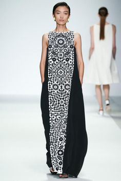 Holly Fulton Spring 2015 Ready-to-Wear Collection - Vogue The complete Holly Fulton Spring 2015 Ready-to-Wear fashion show now on Vogue Runway. Boho Dress, Dress Up, Holly Fulton, Casual Mode, Mode Inspiration, Fashion Show, Fashion Design, Mode Style, African Fashion