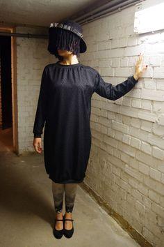 Vestidos por la rodilla - Vestido negro con detalle en terciopelo - hecho a mano por pauesteve en DaWanda