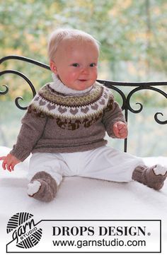 DROPS BABY / 17 / 15 Squirrel Song by DROPS Design Set of knitted jumper with round yoke, squirrel and heart detail, plus socks for baby and children in DROPS Alpaca Baby Knitting Patterns, Baby Cardigan Knitting Pattern, Knitting For Kids, Knitting Socks, Baby Patterns, Free Knitting, Crochet Patterns, Crochet Baby Boots, Crochet Baby Beanie