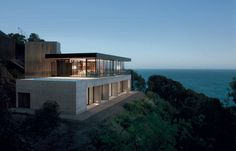 Clifftop house on Great Ocean Road by Nik Karalis from Woods Bagot | Victoria, Australia