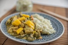 Mango Chicken – Boneless chicken pieces cooked in a delicately spiced creamy mango sauce flavoured with green cardamon. Mango Curry, Mango Sauce, Mango Chicken, Indian Food Recipes, Ethnic Recipes, Boneless Chicken, Poultry, A Food, Mashed Potatoes