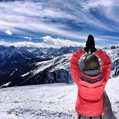 Ski break 🙏🏻 #snowyoga #yoga #travel #meditation #yogapose