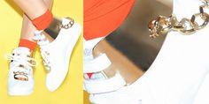 La Reebok Freestyle riletta con inserti in oro 24 carati da MA DEMOISELLE PIERRE. Dalla catena alla placca, gli inserti possono essere rimossi.http://www.sfilate.it/212521/la-reebok-freestyle-riletta-con-inserti-oro-24-carati