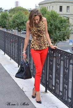 How to wear red jeans casual navy blazers ideas Fashion Mode, Work Fashion, Womens Fashion, 1950s Fashion, Vintage Fashion, Fashion 2018, Red Jeans, Red Skinny Jeans, Mode Outfits