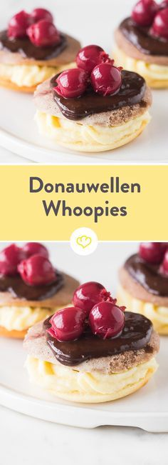 Klassiker als Doppeldecker: Donauwellen-Whoopies Delicious cream creme between light and dark bisque taler. The icing on the cake is chocolate and the indispensable cherries on top. No Bake Desserts, Easy Desserts, Dessert Recipes, Dessert Simple, Cupcakes, Baking Recipes, Cookie Recipes, Tasty, Yummy Food