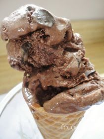 Double Dark Chocolate Chunk Ice Cream {Get Your Chef On} Double Dark Chocolate Chunk Ice Cream- Creamy, decadent homemade ice cream perfect for the chocolate fiend, recipe on thefrugalfoodiema… Ice Cream Pies, Ice Cream Treats, Ice Cream Desserts, Frozen Desserts, Ice Cream Recipes, Frozen Treats, Just Desserts, Delicious Desserts, Dessert Recipes