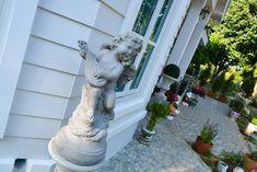 บ้านสไตล์โคโลเนียล - บ้านไอเดีย เว็บไซต์เพื่อบ้านคุณ White Houses, Colonial, Garden Sculpture, Outdoor Decor, Home Decor, White Homes, Decoration Home, Room Decor, Interior Decorating
