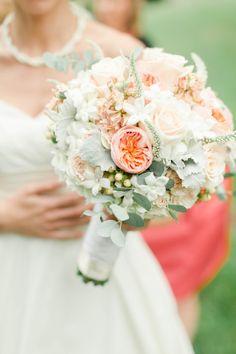 Round bouquet: http://www.stylemepretty.com/little-black-book-blog/2014/11/25/southern-chic-mountainside-wedding/ | Photography: Jillian Michelle - http://www.jillianmichellephoto.com/