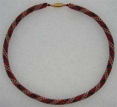 Step-by-step instructions for pearl crochet with many photos. I'll show you how to make little beads into chains or bracelets. Sew On Patches, Step By Step Instructions, Crochet Instructions, Needlework, Weaving, Beaded Necklace, Pearls, Chain, Bracelets