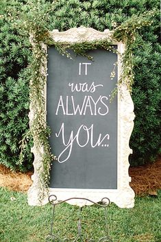 21 Shabby Chic Vintage Wedding Ideas You Cannot Resist! Chalkboard Wedding, Guestbook Wedding, Wedding Chalkboards, Chalkboard Quotes, Perfect Wedding, Fall Wedding, Rustic Wedding, Dream Wedding, Trendy Wedding
