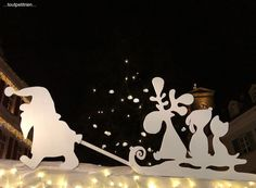 Various decorations Site toutpetitrien! Ideas to recycle a lot of little things at all Christmas Yard, Grinch Christmas, Outdoor Christmas, Christmas Projects, Christmas Holidays, Disney Christmas Decorations, Merry, Paper Crafts, Winter