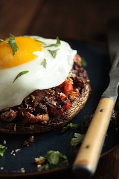 Take your standard stuffed mushrooms up a level with these chorizo hash stuffed breakfast mushrooms with egg! These are a great twist on a classic appetizer, that will fuel you up all day long.