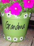 DIY vinyl decal for flower pot perfect for Mothers Day, moms birthday, grandmas birthday, aunt. $11.00, via Etsy.