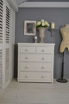 #letstrove Simple, yet elegant and oozing period farmhouse charm! This delightful Antique Chest of Drawers has been painted in Craig