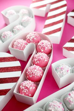 Adorable Candy Cane Treat Box by @bybakerella