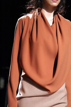 I love this elegant terracotta blouse Fashion Details, Fashion Design, Estilo Fashion, Glamour, High Fashion, Womens Fashion, Fashion Models, Mode Inspiration, Color Inspiration