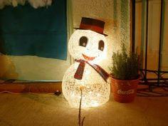 MUÑECO NIEVE CON GLOBOS - YouTube Ideas Para Fiestas, Ronald Mcdonald, Diy, Christmas Ornaments, Holiday Decor, Youtube, Make A Snowman, Christmas Crafts, Garlands