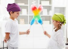 Should kids have chores? The best age-appropriate chores for kids and how to teach responsibility and get help around the house. Zone Cleaning, Cleaning Fun, Spring Cleaning, Kids And Parenting, Parenting Hacks, Lego Activities, Age Appropriate Chores, Sibling Rivalry, Behavior Management