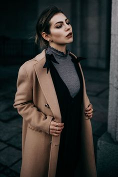 How to: wear a summer dress in Winter Street Style Looks, Street Style Women, Street Fashion Photoshoot, Masha Sedgwick, Winter Dresses, Summer Dresses, Scandinavian Style, Best Casual Outfits, Portrait Photography Poses