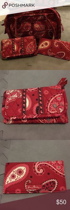 Vera Bradley Purse, Wallet, Checkbook Set Beautiful Vera Bradley shoulder bag with matching wallet and checkbook! Barely used, in great condition! Purse is spacious with inside and outside pockets and zip closure! Vera Bradley Bags Shoulder Bags