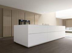 LINEA by Marconato & Zappa - Contemporary kitchen / laminate / island / lacquered by COMPREX Minimal Kitchen, Modern Kitchen Design, Interior Design Kitchen, New Kitchen, Kitchen Decor, Küchen Design, House Design, Bulthaup Kitchen, Casa Loft