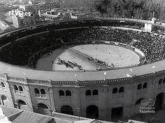 Castelló en el NO-DO. En la Plaza de Toros de Castellón. I Concurso Nacional de Tiro y arrastre. 1961 (min. 04:10). El reportaje comienza con unas imágenes de la Panderola a su paso por la plaza de La Paz