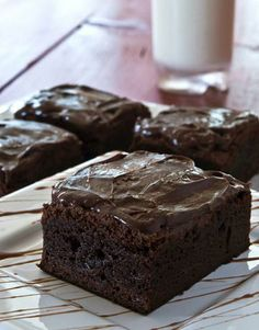Deep Chocolate Coffee Brownies~INGREDIENTS; 16 chocolate graham crackers,2 tablespoons unsweetened cocoa powder,1/4 teaspoon salt,2 large eggs,1/3 cup sugar,1/3 cup light brown sugar,2 tablespoons instant coffee,2 teaspoons vanilla extract,2/3 cups dates, pitted, chopped,1/4 cup semi-sweet chocolate chips chocolate frosting, optional.