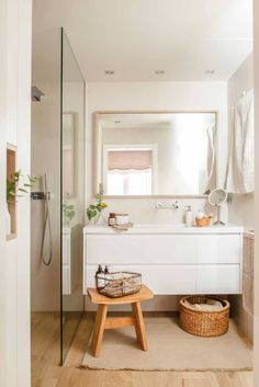 Rustic Bathroom: 55 Ideas and Decorating Designs to Inspire - Home Fashion Trend Simple Bathroom, Modern Bathroom, White Bathroom, Big Bathrooms, Rustic Bathrooms, Nautical Bathroom Decor, Restroom Design, Inspired Homes, Bathroom Interior