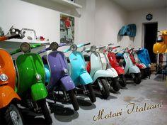 Motori Italiani | Vente de Vespa vintage sur mesure | Accessoires Vespa, Vespa Vintage, Lambretta, Italian Scooter, Scooters, Baby Strollers, Motorcycle, Colours, Vehicles